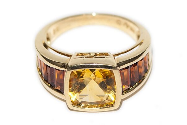 BECKER MINTY Vintage Yellow Citrine Dress Ring - 14ct Yellow Gold - Central Cushion  Cut Yellow Citrine with 4 Orange Citrines Either Side