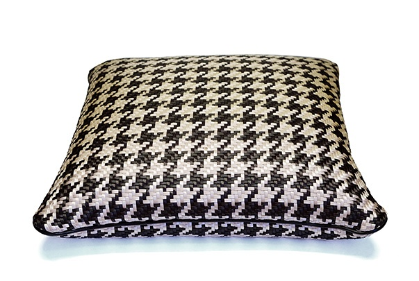 riviere Riviere - Woven Cushion - Black and ivory houndstooth with leather piping - Handmade in Italy - 40x40