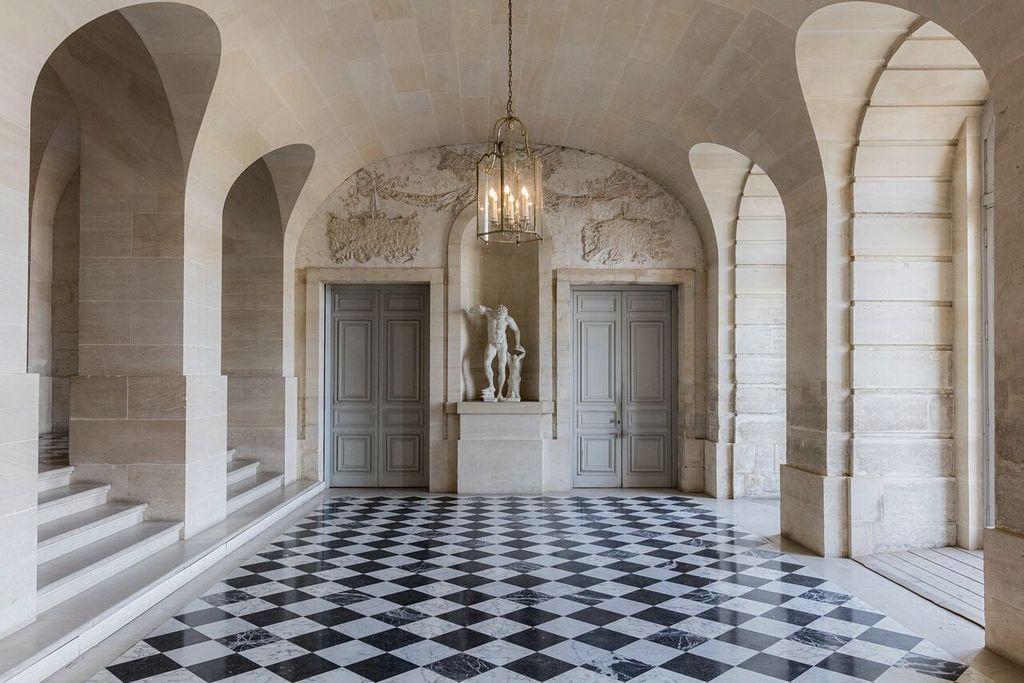 Felix Forest Photograph - (V8) Chateau de Versailles VIII, 2015