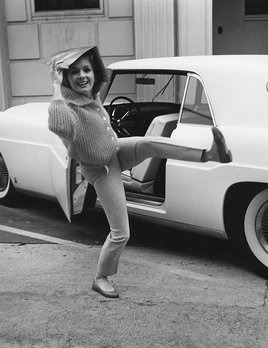 "Debbie Reynolds before going into Paramount to film ""The Pleasure of His Company"" with her Lincoln Mark 2 1960 - Sid Avery"