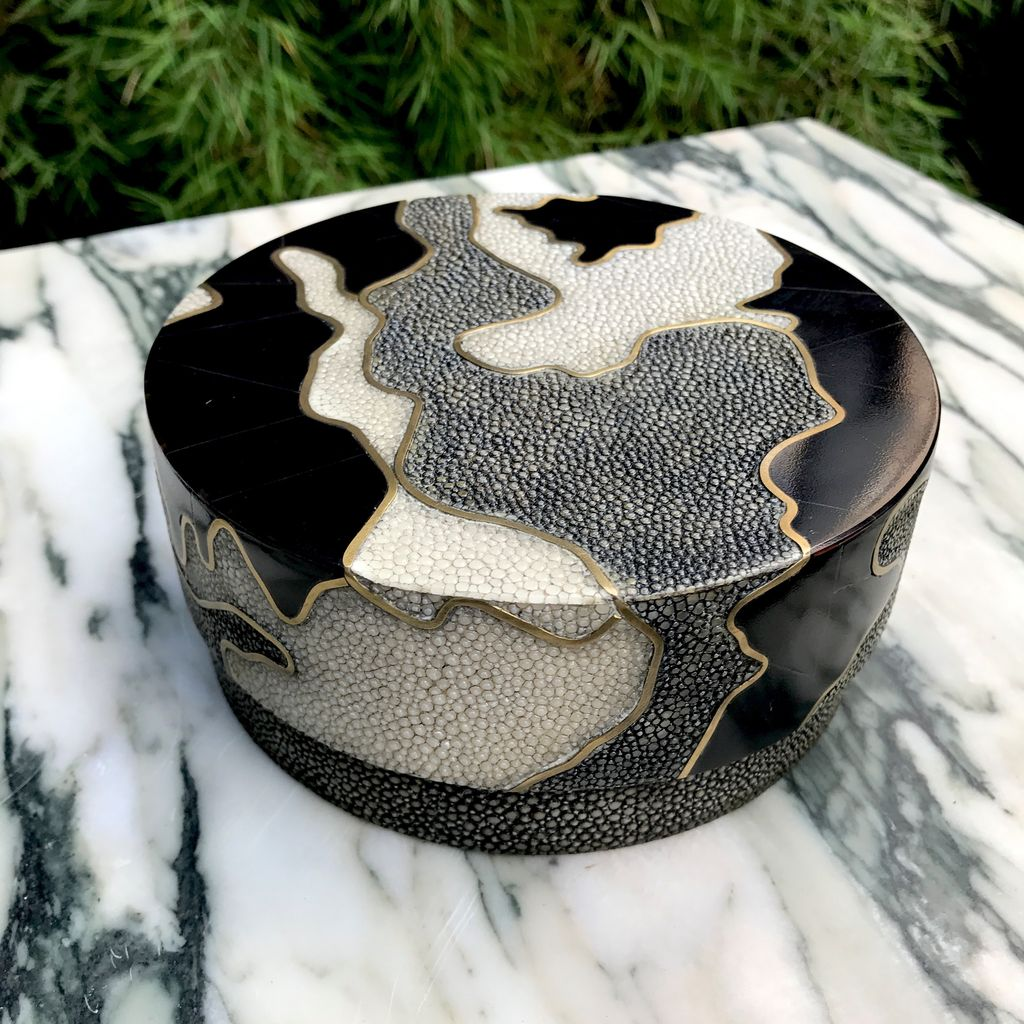 R&Y Augousti R&Y Augousti - Round Box In Camouflage - Shagreen Brass & Blackpen Shell - D14.5 H6cm - Currently by Order Only - Delivery 6 weeks