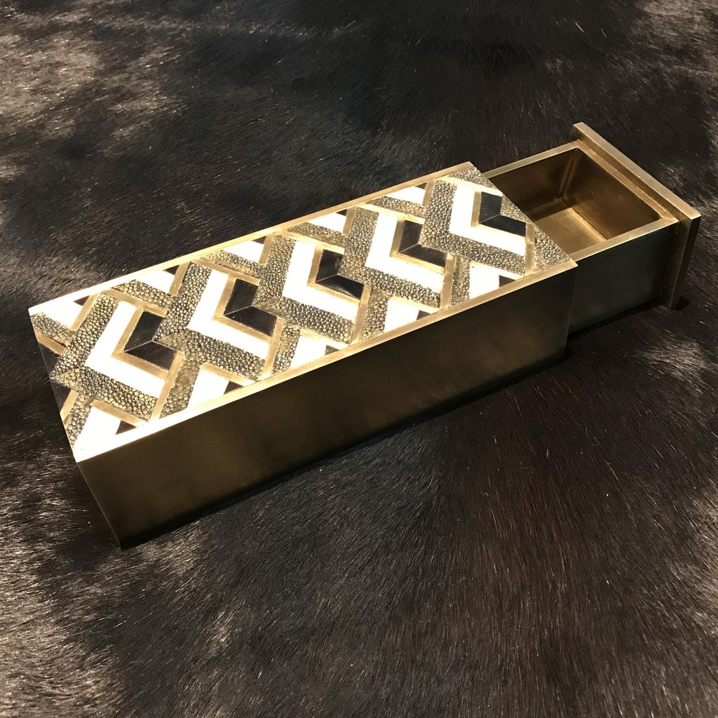 KIFU KIFU - Bullion Slide Box - Gemectric Pattern - Shagreen, Brass & Blackpen Shell - 20x7.5x5cm - Paris