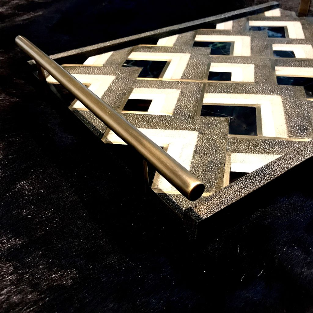 KIFU KIFU - Tray with Bronze Handle - Geometric Pattern - Shagreen & Blackpen shell - 43x30.5cm - Paris
