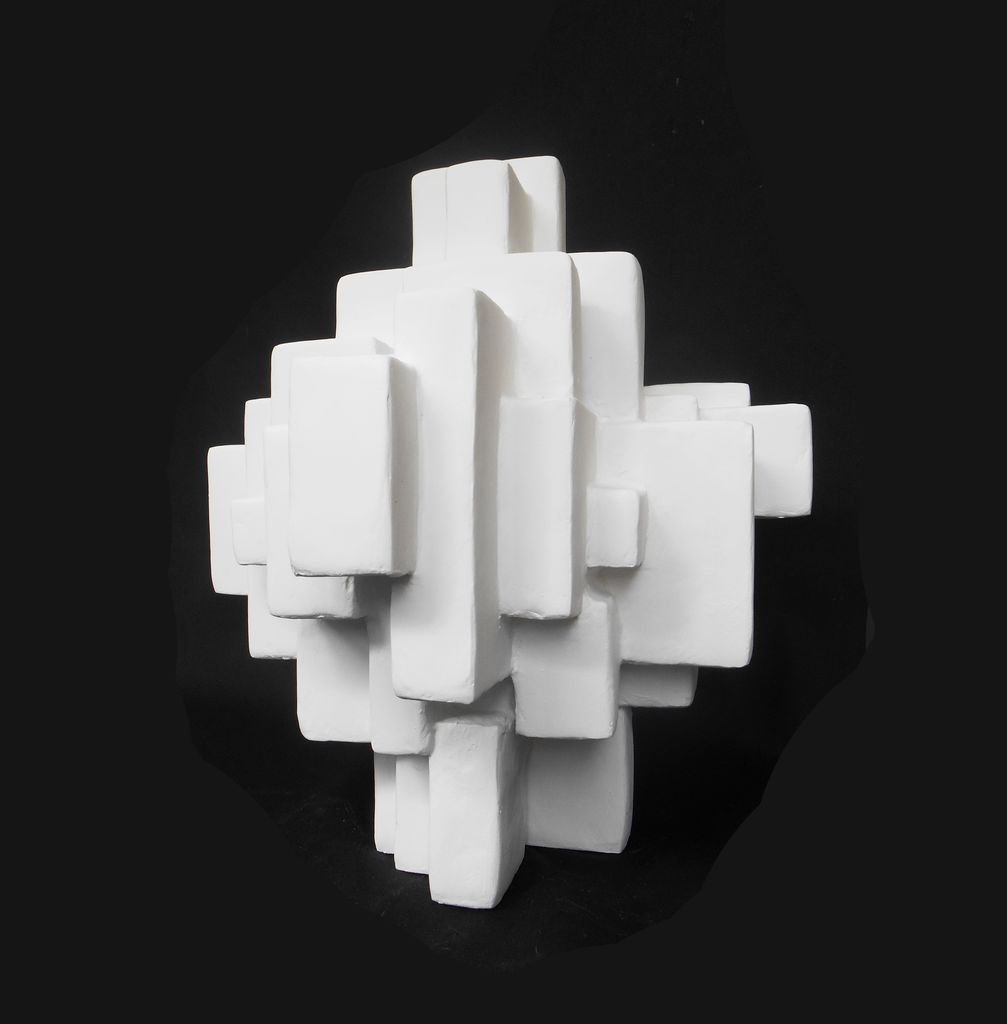 Dan Schneiger Iver - Dan Schneiger Geometric Free Standing Sculpture - White Resin Coated Recycled Materials - H46cm