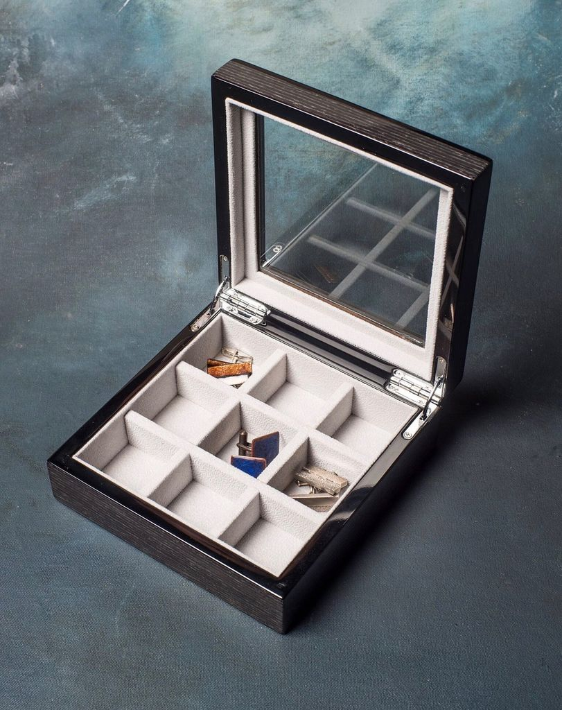 BECKER MINTY BECKER MINTY - Black Apricot Veneer Cufflink/Ring Box with Glass Lid.