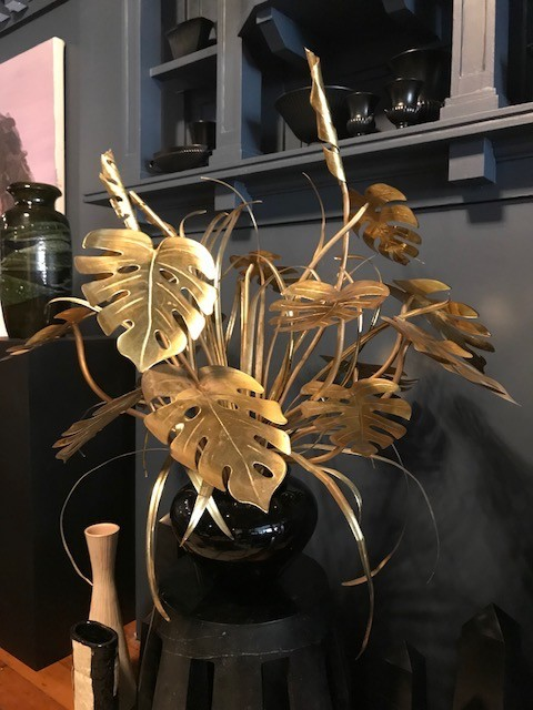 patina decor Vintage Brass Split Leaf Philodendron Plant Centre Piece - Black Gloss Ceramic Planter - c1970