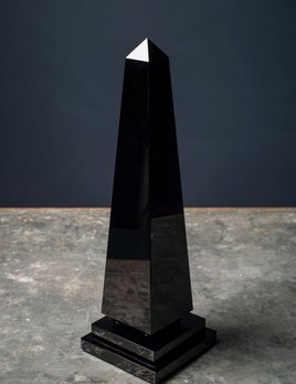 BECKER MINTY BECKER MINTY - Obelisk with Ball Detail - Small - Dark Topaz Crystal Glass - H38cm