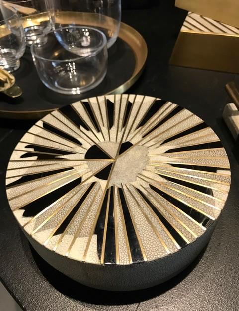 R&Y Augousti R&Y Augousti - Round Box in Shagreen Brass & Blackpen Shell - Large