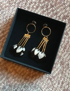 Stalactite Bo Steppe Feather Earrings - Onyx with White - Gold Plated - Paris