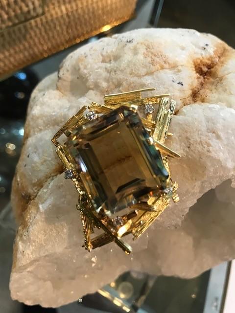 Vintage XL 18ct Yellow Gold,  Quartz and Diamond Brooch - 45.7ct Step Cut Quartz and 5 Round Brilliant Cut Diamonds (5=.35ct G-H/VS) - Total Weight 29g - <br /> c1970