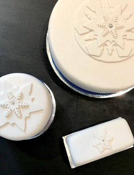 BECKER MINTY Christmas Cake 2018 - Christmas Log 2018 - Iced with decoration - Contains nuts - Store pick up - Please call us on 02 8356 9999 for delivery options.