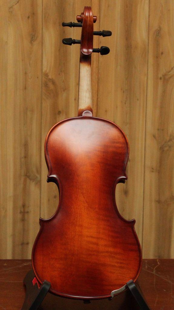 Krutz Krutz Series 200 4/4 Violin w/ Case &amp; Bow<br />Seasoned spruce top; Seasoned maple back, ribs and scroll; Medium flame