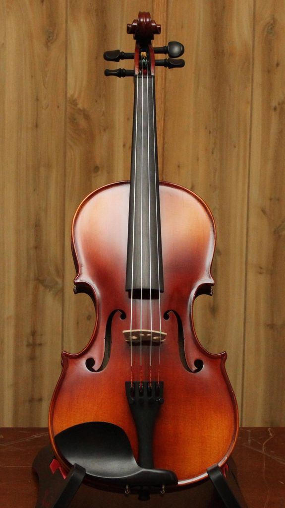 Krutz Krutz Series 100 4/4 Violin Outfit W/ Case &amp; Bow<br />