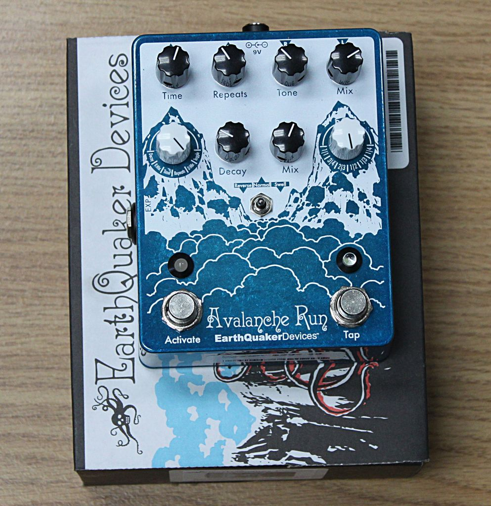 Earthquaker Avalanche Run Stereo Delay & Reverb with Tap Tempo