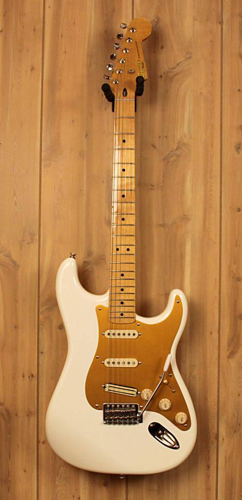 Squier Used Squier Classic Vibe Stratocaster in Olympic White/ Gold Pick-guard