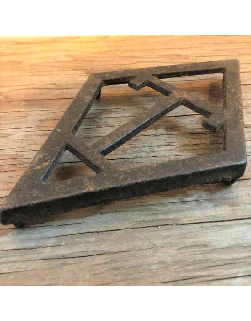 Trivet - cast iron, T diamond, sad iron