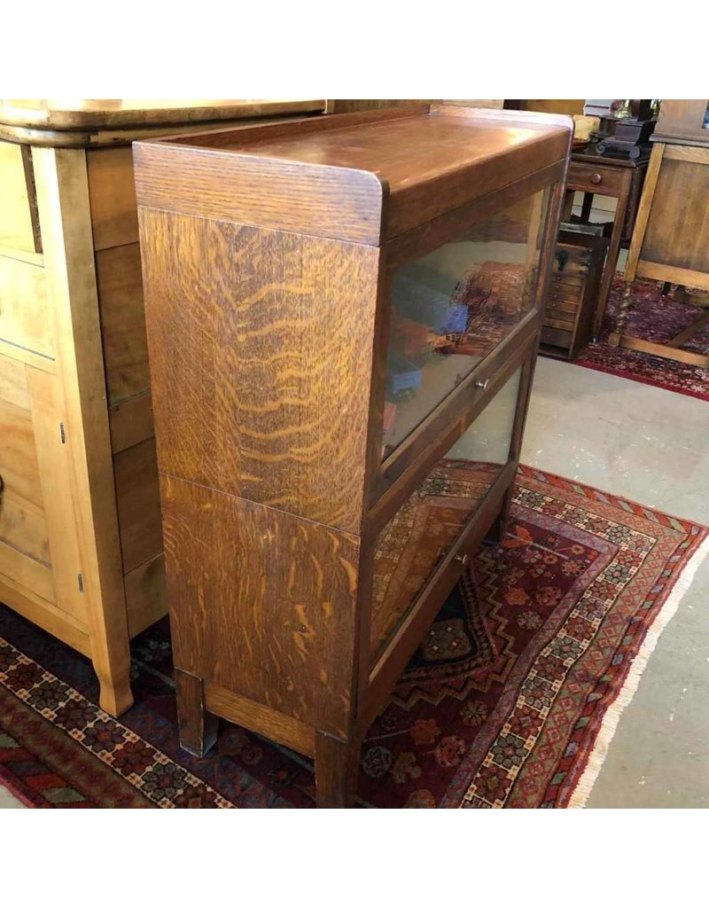 Lawyer's bookcase - Circa 1895-1910, Office Specialty MFG co., Ontario, Quarter sawn oak