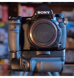 Sony Sony A900 DSLR w/ VG-C90AM
