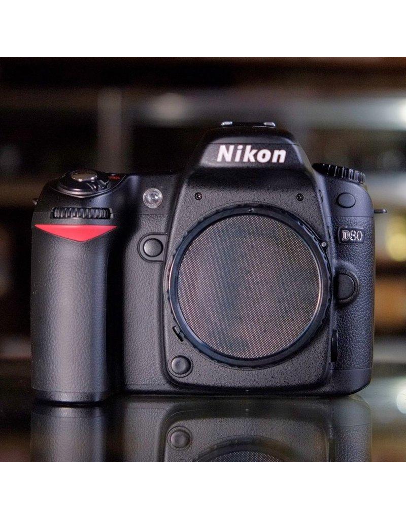 Nikon Nikon D80.