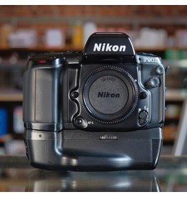 Nikon Nikon F90X w/ MB-10.