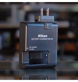 Nikon Nikon MH-25 charger for EN-EL15 batteries.