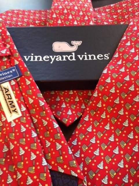 Vineyard Vines Tarbucket & Christmas Trees Tie