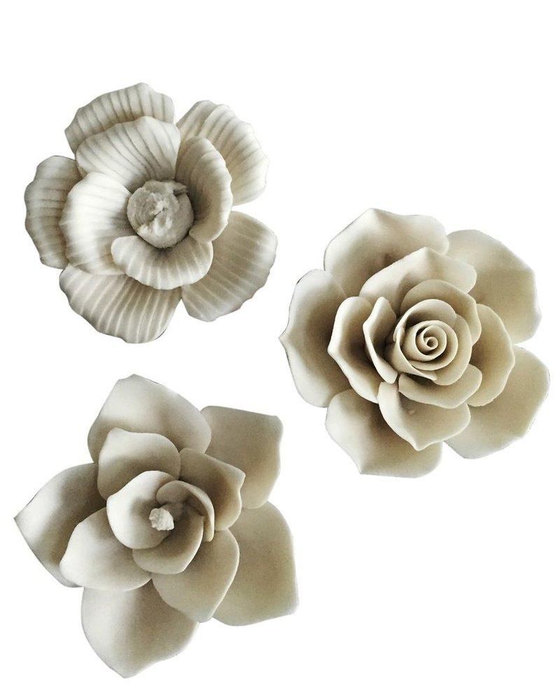 Set de tres imánes en forma de flor, blancos