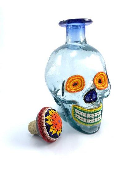 Botella calavera con chaquira huichol