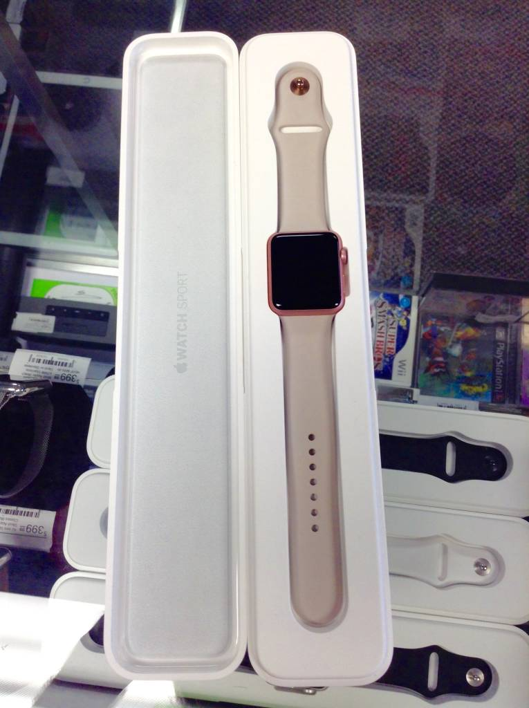 Apple Watch Series 2 - 38mm - Rose Gold - S/M Band & Box