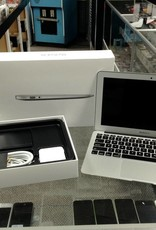 "IN BOX - Apple Macbook Air - 11"" Early 2015 - Intel i7 2.2 GHz - 8GB RAM - 500GB HD"