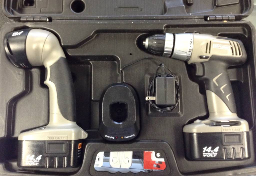 """Craftsman 14.4V 3/8""""Cordless Drill/Driver w/ 2 Batteries, Charger, Flashlight & Case"""