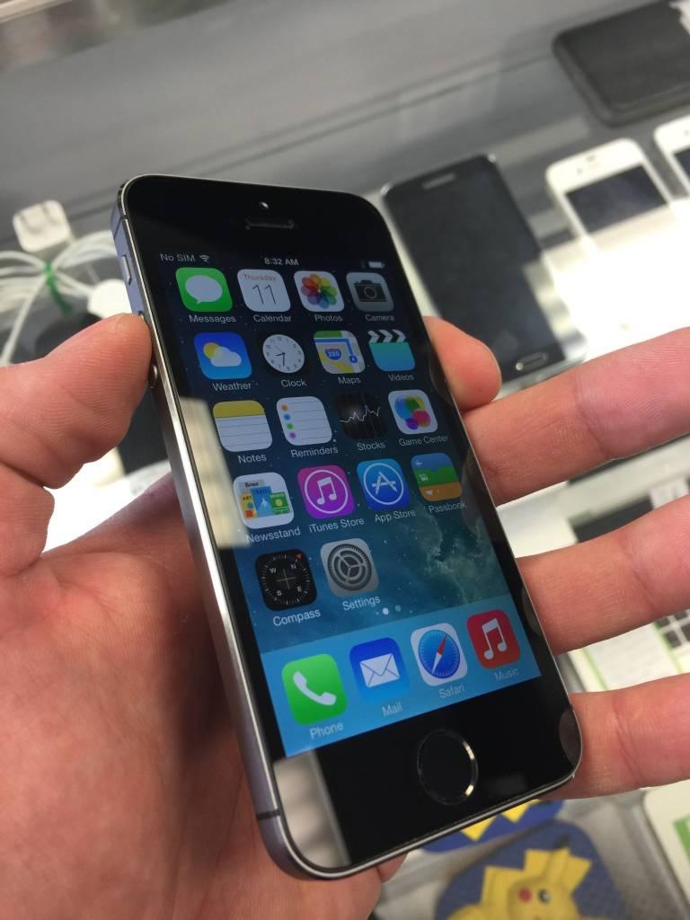 Unlocked - Apple iPhone 5 - 64GB - Space Grey