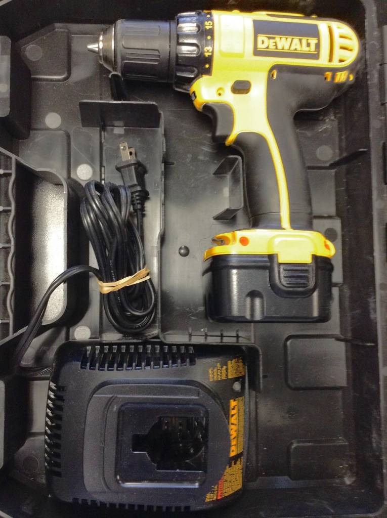 DeWalt DC742 Cordless Drill Set w/ Charger & 1 Battery Pack