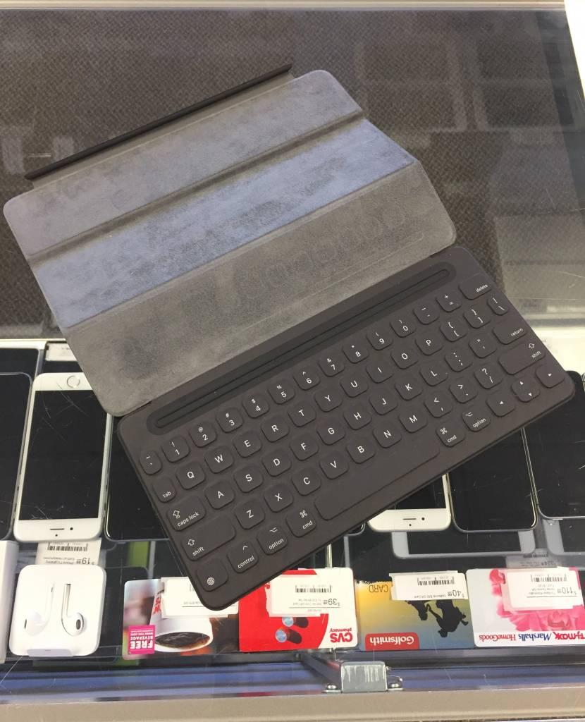 "Apple A1772 iPad Pro Keyboard - Used - 9.7"""