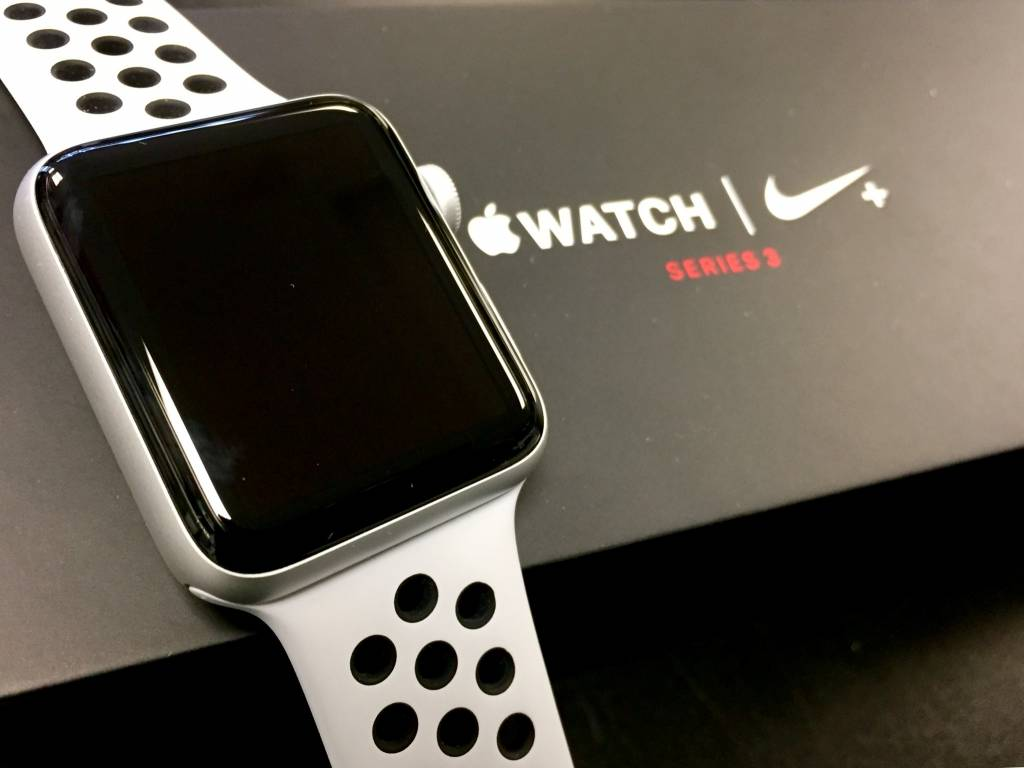 4G/GPS - Apple Watch Series 3 - 42mm - Nike+ Platinum Edition