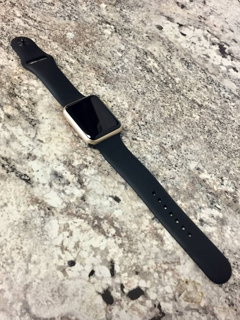 Apple Watch Series 2 - 38mm - Gold - Black Sport Band