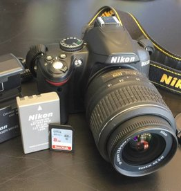 Nikon D3000 10.2 MP Digital DSLR Camera w/ VR 18-55mm Lens (4367 Shutter Count)