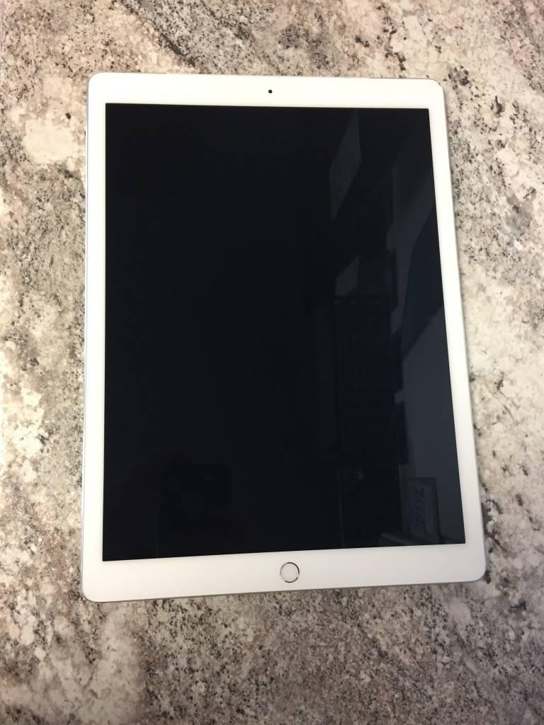 """4G Unlocked - Apple iPad Pro 1st Gen. - 12.9"""" - 128GB - Fair"""
