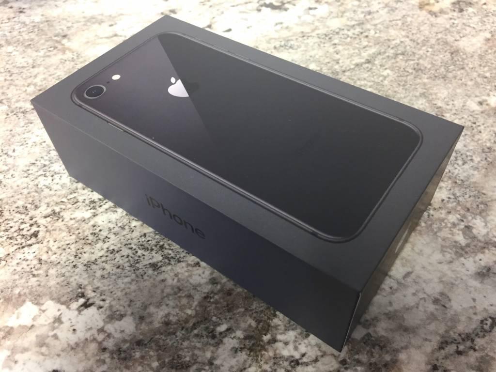 New Open Box - Unlocked - iPhone 8 - 64GB - Space Grey / Black