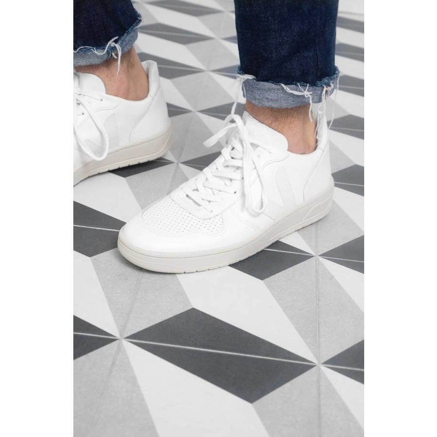 Extra-White Sneaker