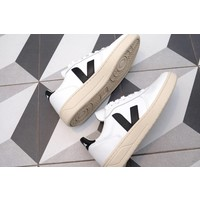 V-10 Leather Sneaker