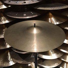 """Used Vintage Zildjian 1960's Avedis 18"""" Crash Cymbal; 1519g"""
