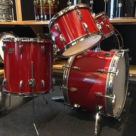 Used Vintage Ludwig 4 Piece Classic Maple, 6-ply, Red Cortex