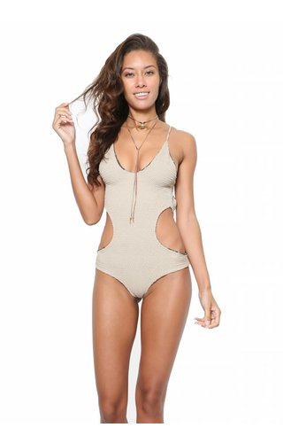 Indah Indah Tangle One Piece
