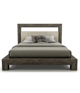 CLOE KING BED FINISH: #36 FAB: 007