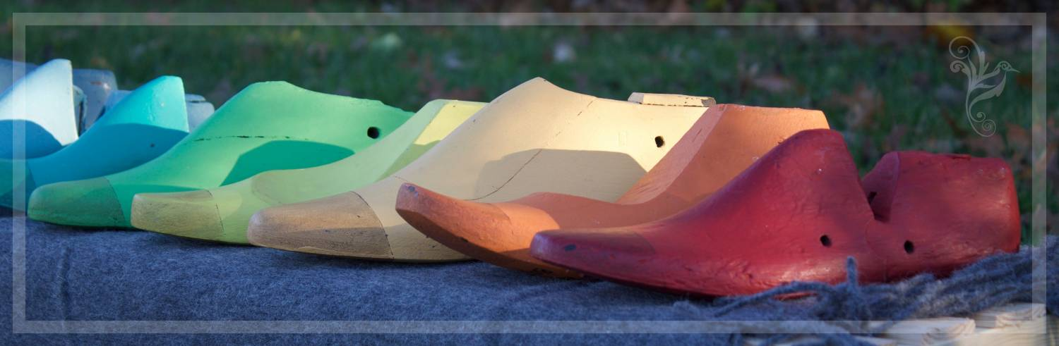 Fleurish Home's Signature Vintage Shoe Molds Make Choosing The Perfect Color of Chalk Paint® by Annie Sloan Easy!