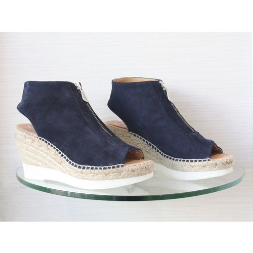 Kanna Kanna Zip Up Wedge with a White Sole