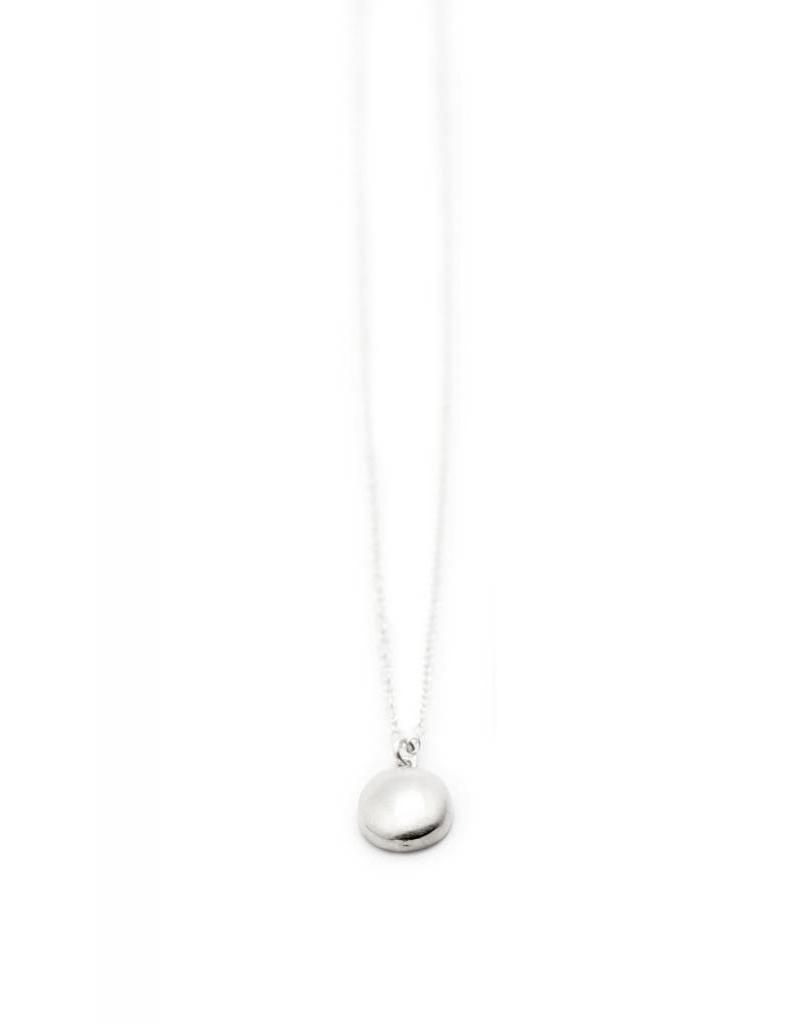 PETITE OVAL NECKLACE