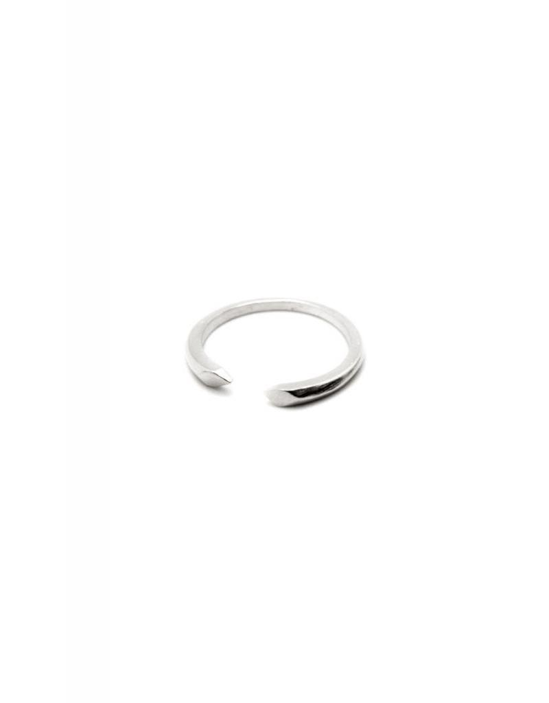 PETITE DESCENT RING