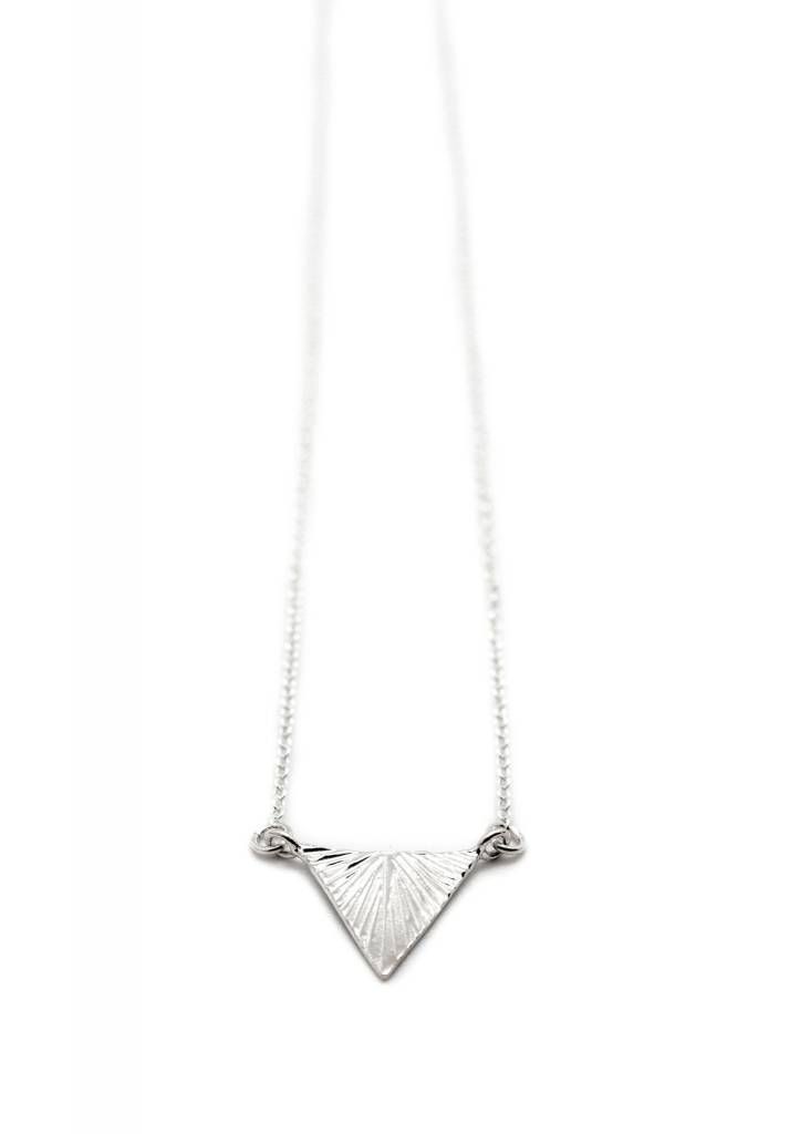 TRIANGLE PLUME NECKLACE